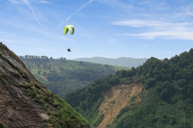 4 endroits où faire du parapente au Pays-Basque