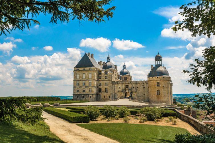 Le château de Hautefort, l'un des plus beaux châteaux du Périgord