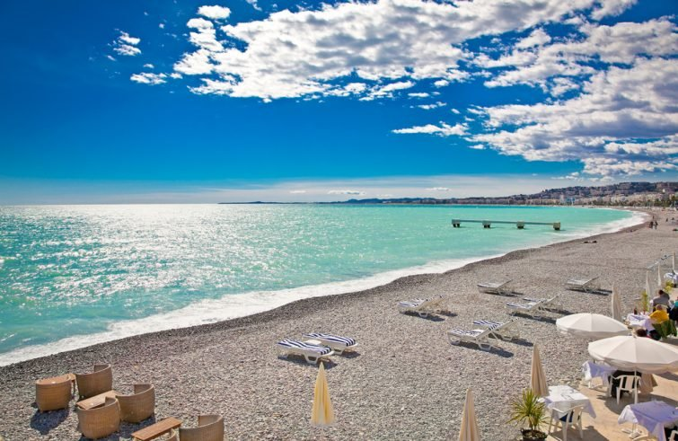 Plage à Nice proche de la promenade des Anglais