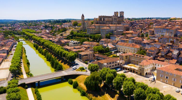 Vue aérienne sur la Tour Armagnac et la cathédrale