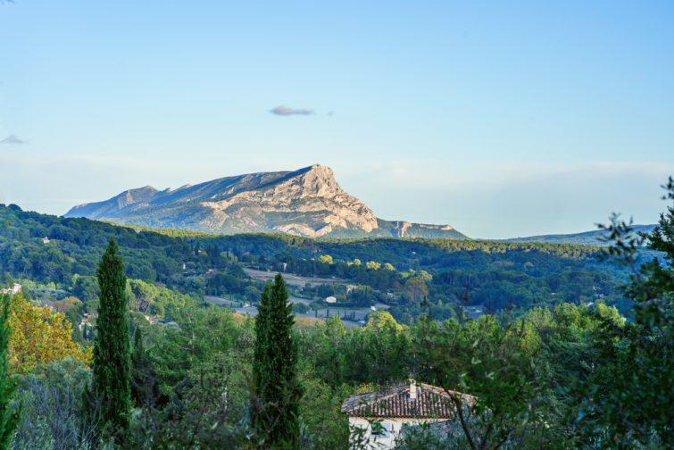 Vue sur la Satine-Victoire depuis le terrain des peintres
