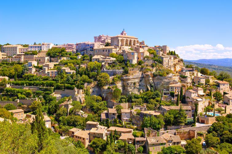 Vue sur Gordes, classé parmi les plus beaux villages de France, Provence