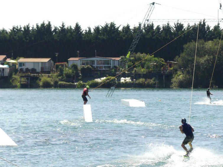 Activités outdoor à faire au Pays Basque : Wakeboard au lac de Sames