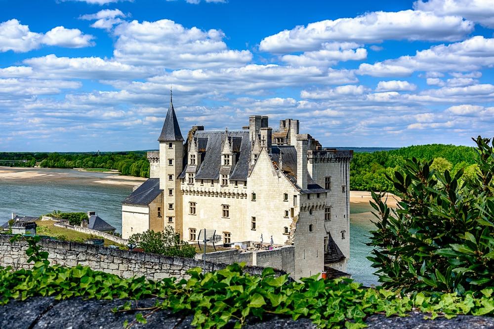 Le Château de Montsoreau est un château de style Renaissance situé dans la vallée de la Loire, en France, directement construit dans le lit de la Loire.