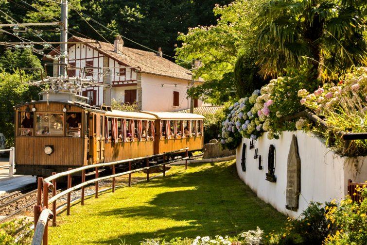 Visiter le Pays basque français : Le train de la Rhune