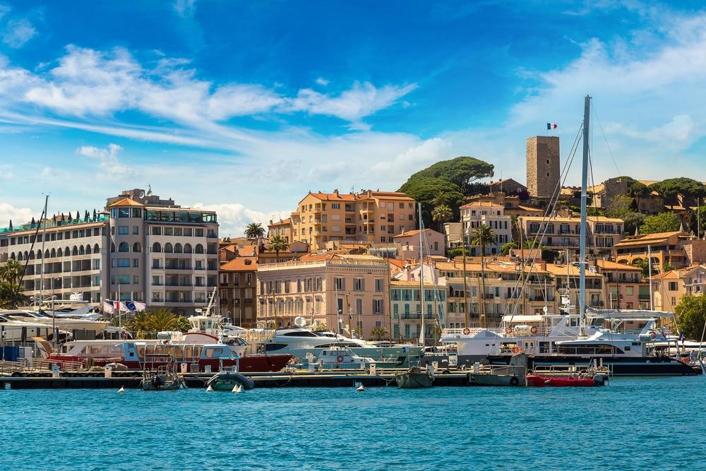 balades autour de Nice Les yachts ancrés dans le port de Cannes par une belle journée d'été, France