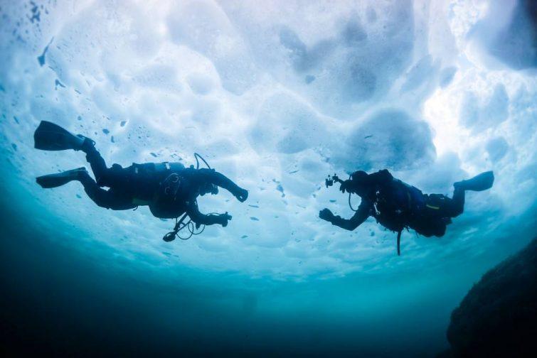 Activités outdoor à faire dans les Pyrénées : Plongée sous glace