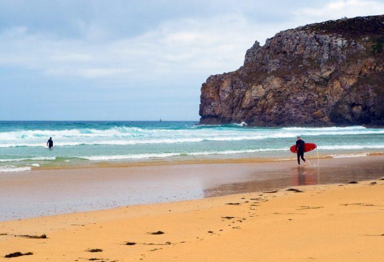 Visiter le Parc Naturel Régional d'Armorique : Surf sur les plages du Finistère