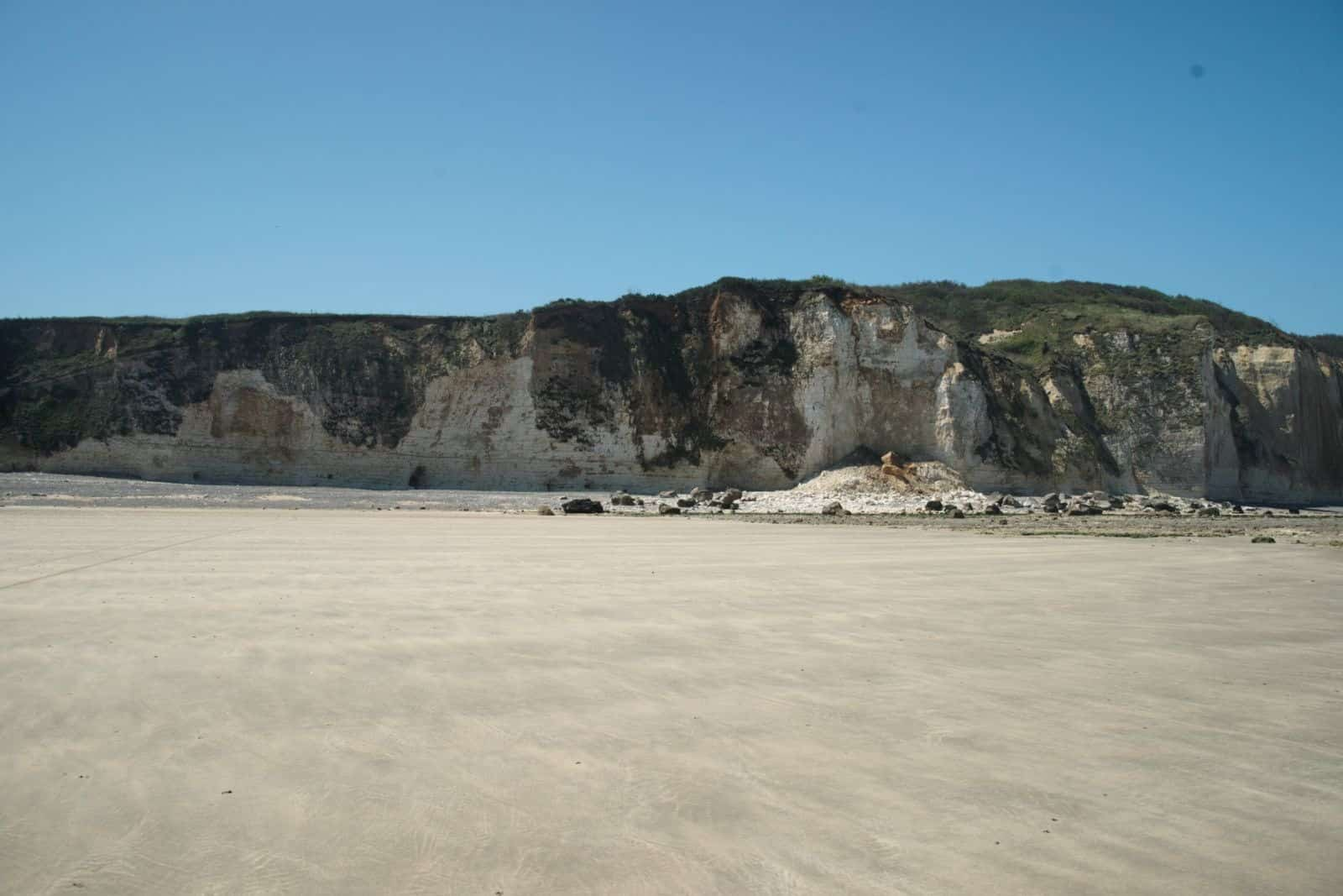 Varengeville-sur-Mer_-_Beach_at_la_Gorge_du_Petit_Ailly_-_View_SSW