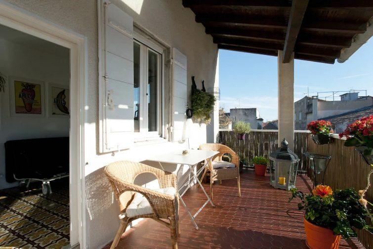 Maison Typique Arlésienne avec Terrasse et Garage