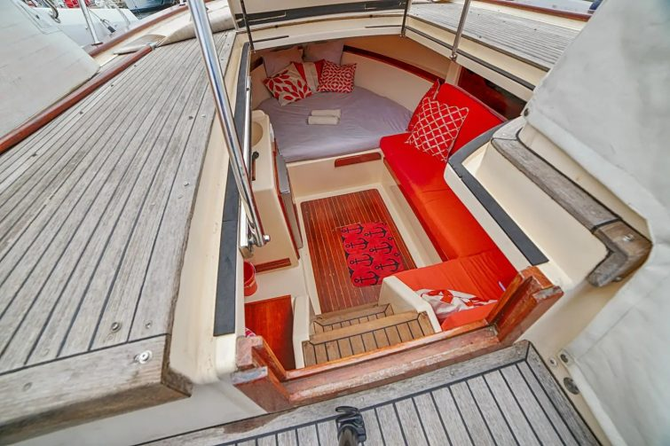 Airbnb à Porquerolles : bateau en location