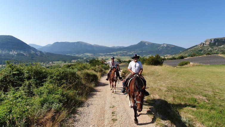 Visiter le Parc Naturel Régional des Baronnies Provençales à cheval