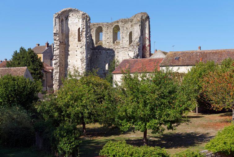 Visiter l'Île-de-France et la tour médiévale de Grez