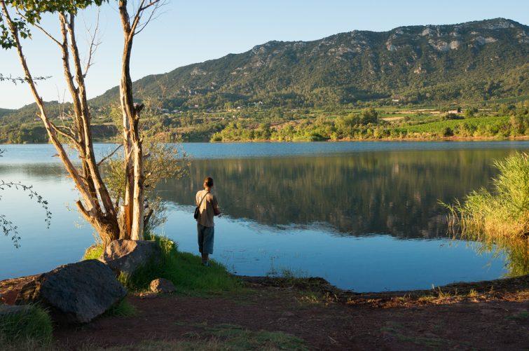 lac salagou + homme