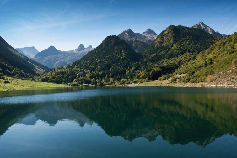 Activités outdoor à faire dans les Pyrénées : stand up paddle