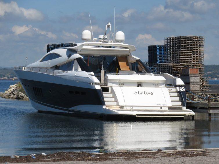 Un yacht à Sète