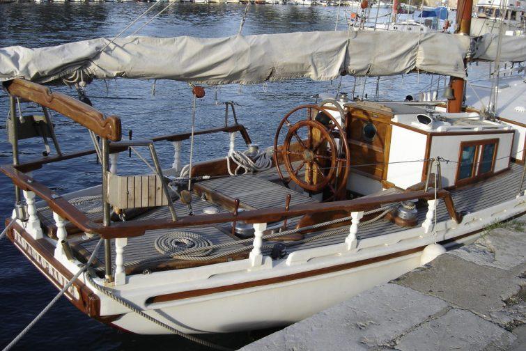 Bateau au port de Sète