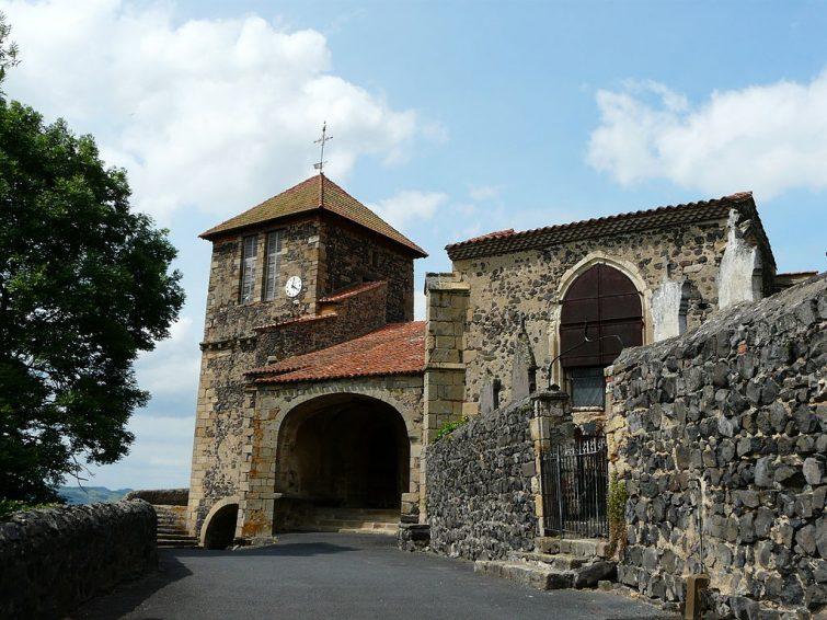 Visiter Usson et l'Église Saint-Maurice
