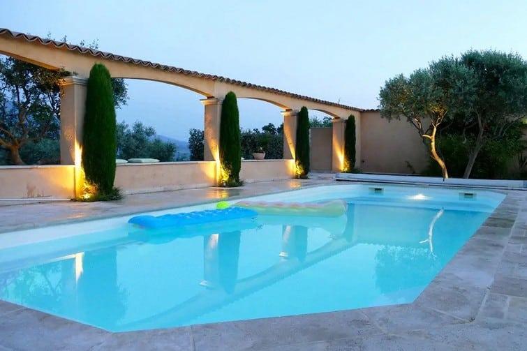 Logement avec une sublime piscine