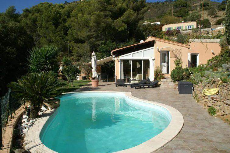 Confortable maison de vacances avec piscine à Carqueiranne