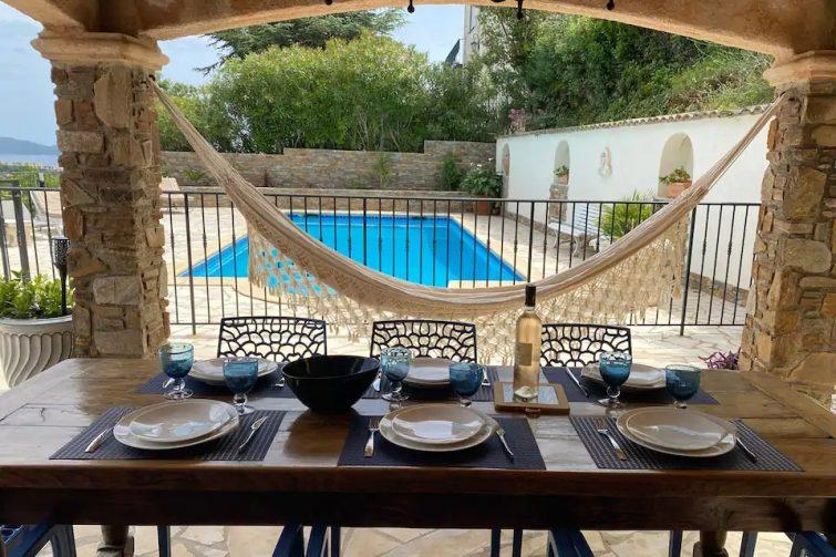 Charmant haut de villa, large vue mer/piscine t 28
