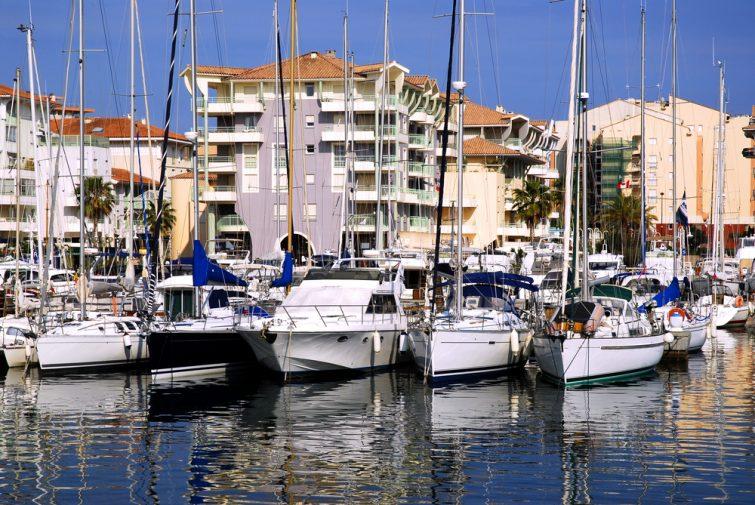 Bateaux dans la baie de Fréjus