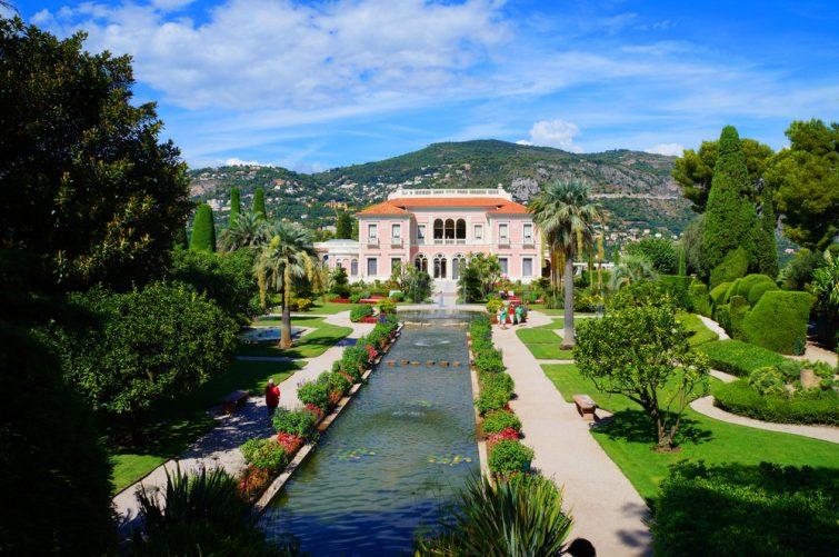 Villa Ephrussi de Rothschild et ses jardins sur la Côte d'Azur.