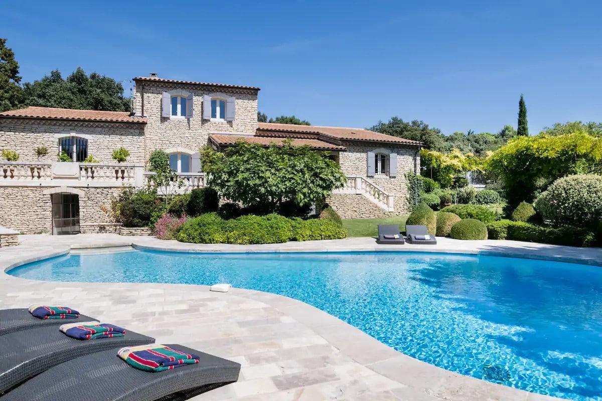 Airbnb - Expansive villa