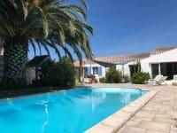 Maison de charme piscine palmiers vielles pierres