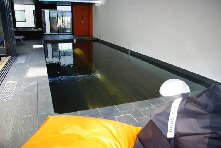 """Studio +""piscine intérieure & jacuzzi"