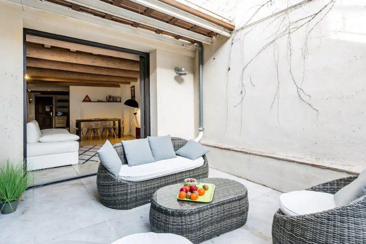 Intra Muros, Maison climatisée avec Patio Privé et Jacuzzi, primée pour sa déco