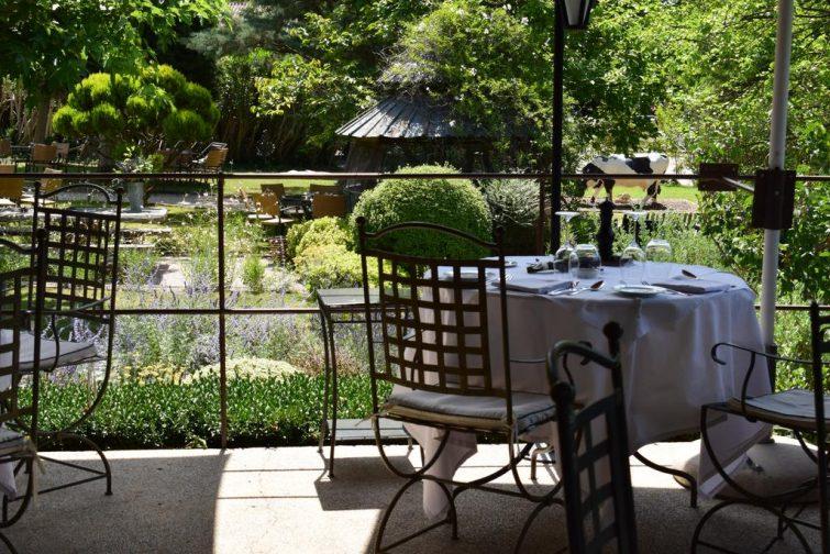 Manger aux Baux-de-Provence : L'Oustau de la Baumanière