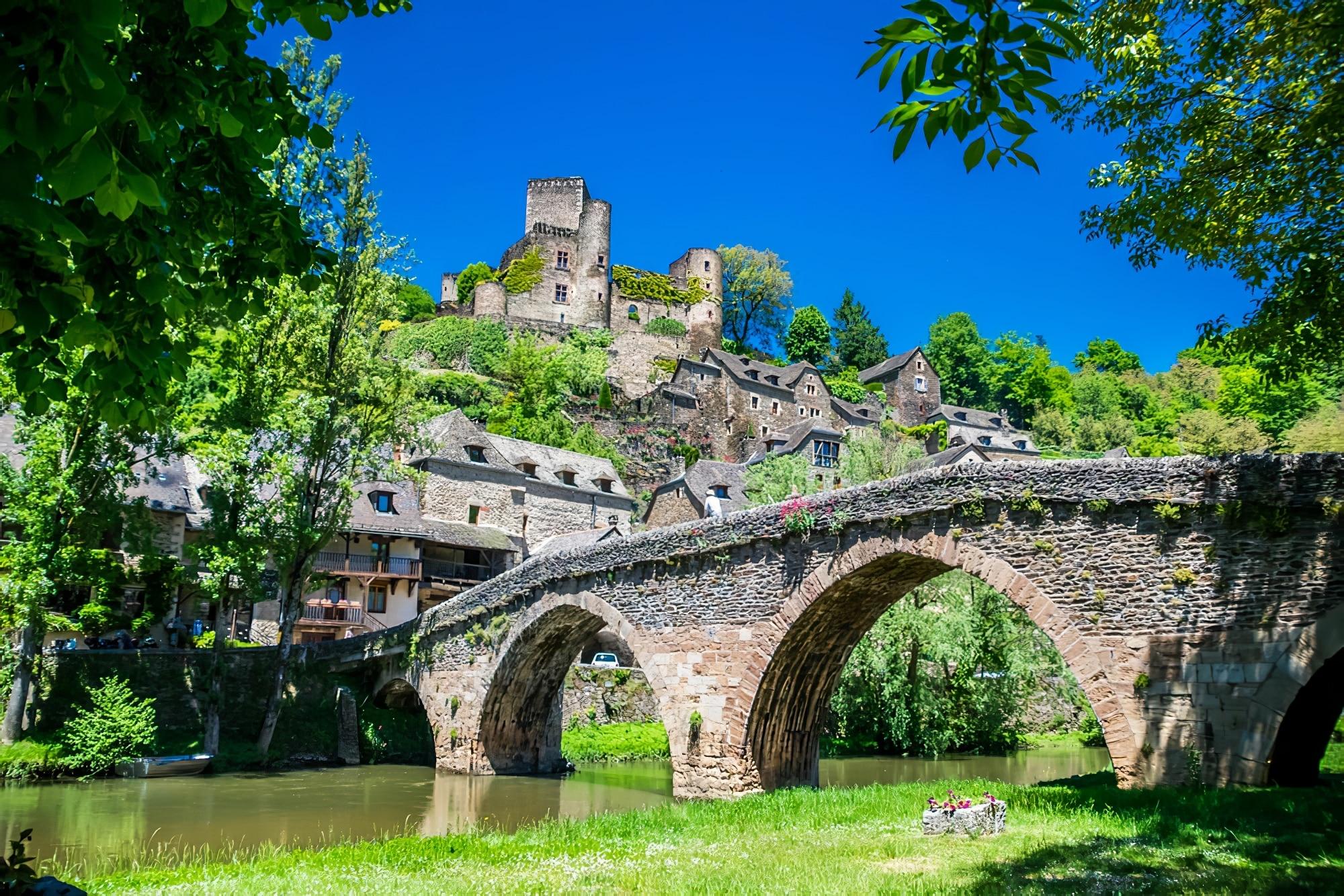 Visiter Belcastel en Aveyron : que faire et que voir dans l'un des plus beaux villages de France ?