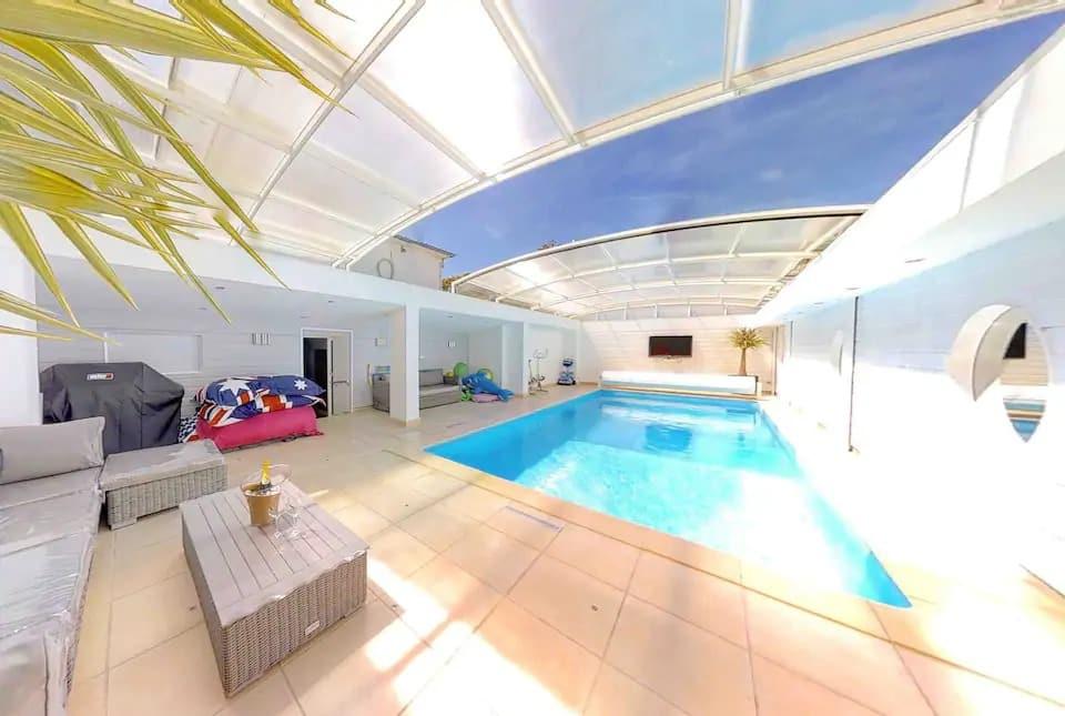 LOFT 280 M2 neuf ,piscine privée , 200 m plage - Airbnb Ouistreham