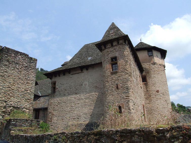 Visiter Conques et le château d'Humières