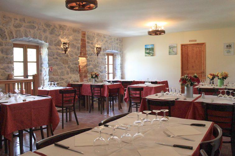 Manger à Balazuc : Fenière