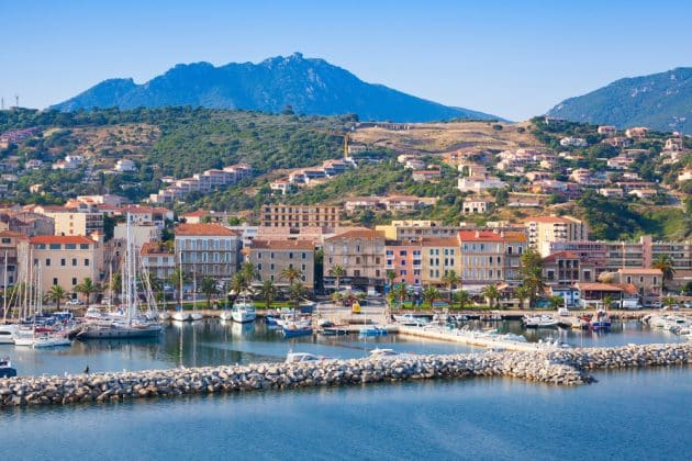 Location de bateau à Propriano : comment faire et où ?