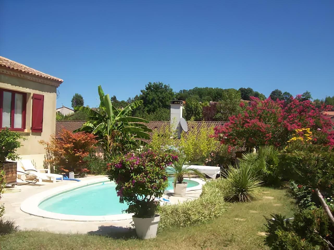 Logement avec piscine dans maison familiale