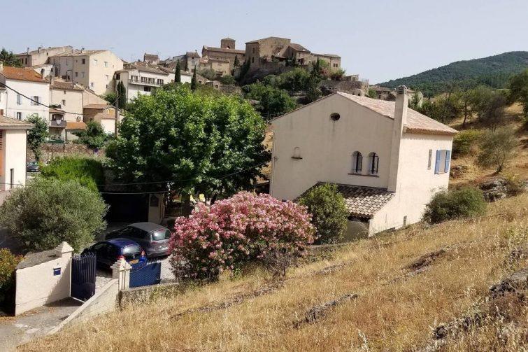plaisant studio indépendant au centre du village - airbnb Roquebrune-sur-Argens