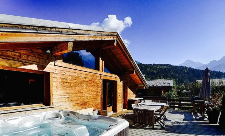 Chalet: JACUZZI, ping pong, BABYFOOT...nuitée...