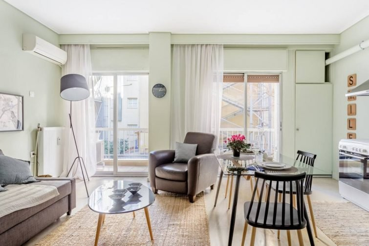 Bright Renovated Apartment in the Heart of the City