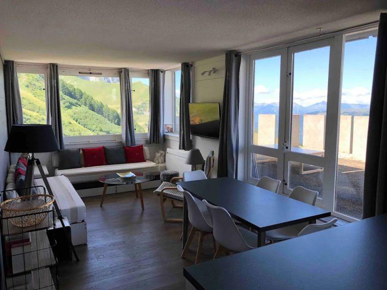 Apt rénové, skis aux pieds, terrasse Mont-Blanc