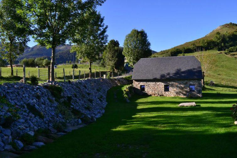Typique grange pyrénéenne rénovée en charmant gîte - airbnb Grand Tourmalet