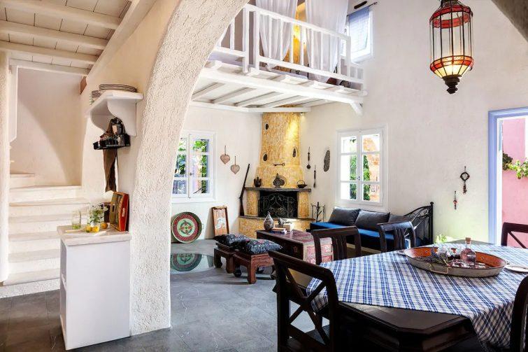 Polimi Manor - Luxury Island Cottage