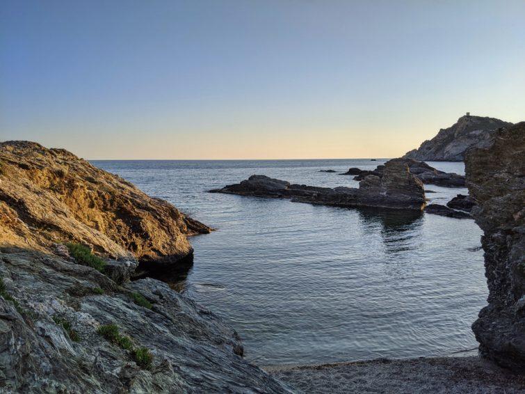 Vue sur le phare de l'île des Embiez