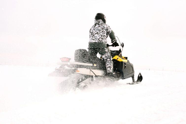Choisir la motoneige à La Plagne