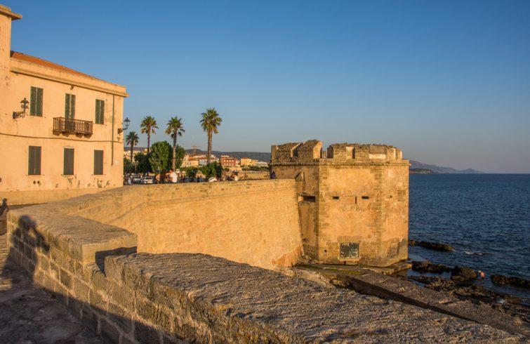 Les remparts et tours d'Alghero
