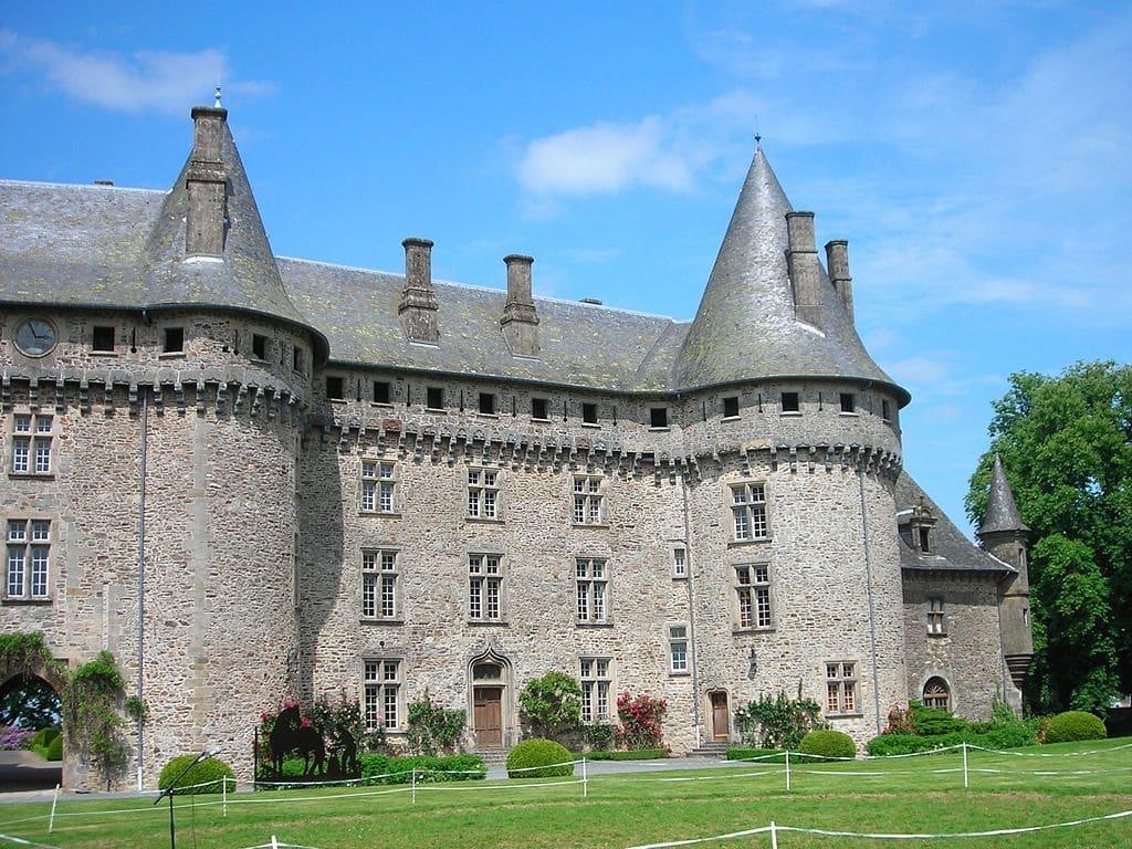 Villages de Corrèze : Arnac-Pompadour