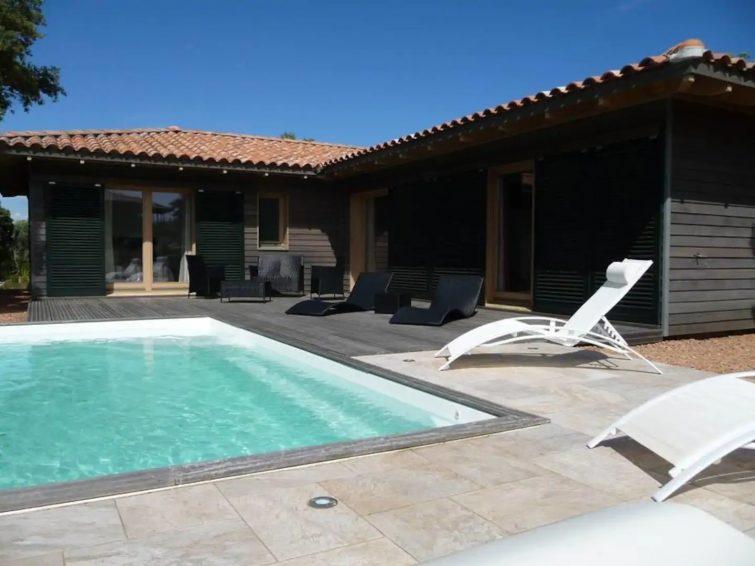 Villa plain-pied avec piscine à proximité des plages et des montagnes