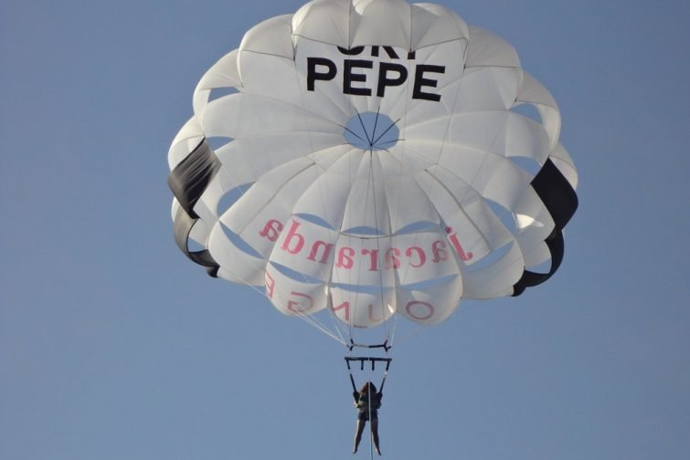 Activités outdoor à Ibiza : parachute ascensionnel